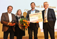 Andreas Müller received the Jürgen-Wehland award for his research on the interactions between host and pathogens.